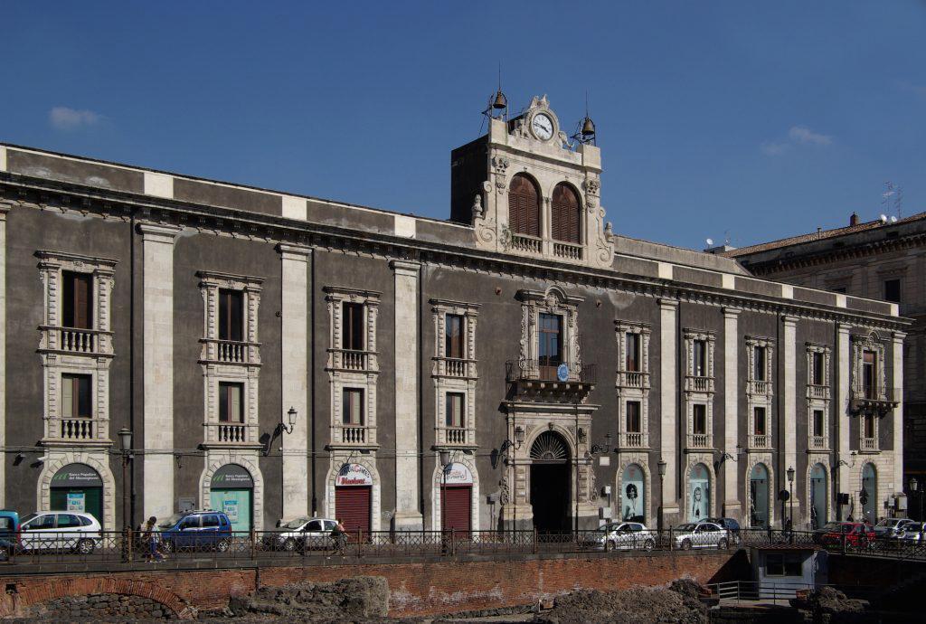 {{de Italien, Sizilien, Catania, Piazza Stesicoro, Palazzo Tezzano}} {{en Italy, Sicily, Catanaia,  Piazza Stesicoro, Palazzo Tezzano}}